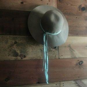 Camel Felt & White Lace Floppy Hat